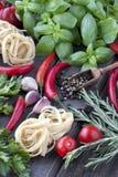 Nya grönsaker med rå pasta Royaltyfria Bilder