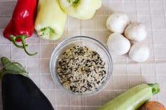 Nya grönsaker och ris Arkivfoton