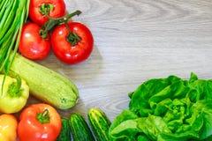 Nya grönsaker på grått trä royaltyfria foton