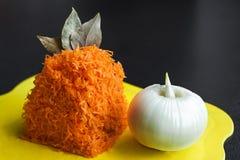 Nya grönsaker på skärbrädan Royaltyfri Bild