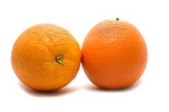 Nya gula apelsiner som isoleras p? vit bakgrund royaltyfri bild