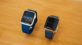 Nya guld- keramisk klocka för Apple klockaserie 3 Arkivfoto