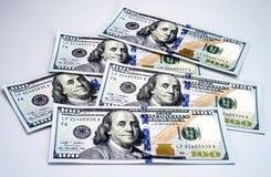 Nya 2013 hundra dollarräkningar Arkivbild