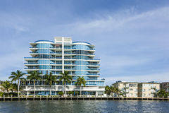 Nya hyreshusar på kanalen i Fort Lauderdale Arkivfoton