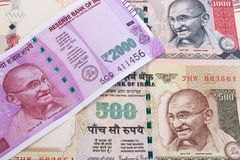 2000 nya indiska valuta för rupie över 500 rupie och 1000 rupie Fotografering för Bildbyråer
