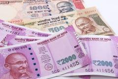 2000 nya indiska valuta för rupie över 500 rupie och 1000 rupie Arkivbilder