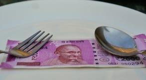 Nya indiska valutaanmärkningar av 2000 rupier Fotografering för Bildbyråer