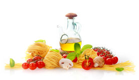 Nya ingredienser för italiensk pasta Arkivfoton