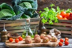 Nya ingredienser för köttbullar Arkivfoton