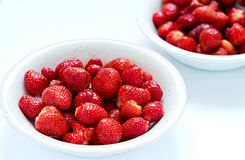 nya jordgubbar för bunke Fotografering för Bildbyråer