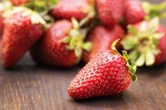 nya jordgubbar för closeup Royaltyfri Fotografi