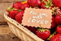 Nya jordgubbar i korgslut upp Royaltyfri Fotografi