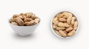 Nya jordnötter i en bunke Arkivfoto