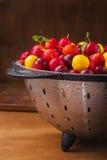 Nya körsbärsröda plommoner Royaltyfri Fotografi