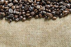 Nya kaffebönor, selektiv fokus Royaltyfri Foto