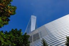 Nya kontorskvarter som ses på platsen av ground zero, New York Arkivbild
