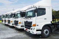 nya lastbilar arkivbild