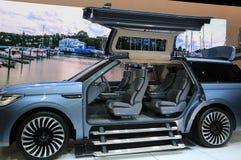 Nya Lincoln Navigator 2018 på skärm på norden - amerikansk internationell auto show Royaltyfri Bild