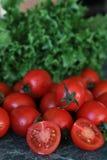 Nya ljusa och saftiga tomater på köket Royaltyfri Bild