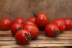 Nya ljusa och saftiga tomater på köket Royaltyfri Foto