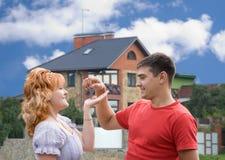 nya lyckliga homeowners Arkivfoton