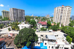 Nya moderna byggnader i Dar-es-Salaam, Afrika område moscow en panorama- sikt Arkivfoton