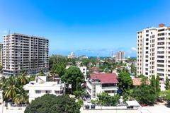 Nya moderna byggnader i Dar-es-Salaam, Afrika område moscow en panorama- sikt Royaltyfria Foton