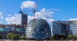 Nya moderna byggnader på den London staden Fotografering för Bildbyråer