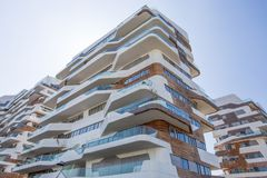 Nya moderna hus för bostads- byggnad av affären för `-stadsliv` och det bostads- området, `-Tre Torri `, Milan, Italien Royaltyfri Foto