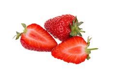 Nya mogna jordgubbar som isoleras på vit bakgrund Arkivfoto