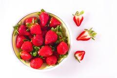 Nya mogna organiska jordgubbar som skjutas från fast utgift Fotografering för Bildbyråer