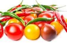 Nya mogna röda, gula svarta körsbärsröda tomater Arkivfoto