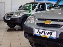 Nya Niva bilar är i visningslokalen SCS Lada Voronezh Royaltyfri Fotografi