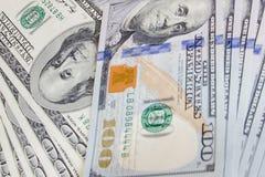 Nya och gamla hundra dollarräkningar arkivbild