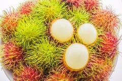 Nya och mogna pellrambutans, läckra frukter för asiat Arkivfoto