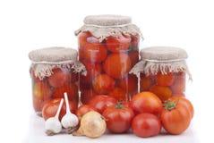 Nya och på burk tomater. Royaltyfria Foton