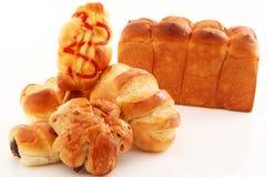 Nya och smakliga bröd Royaltyfri Bild