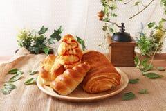 Nya och smakliga bröd Arkivbilder