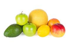 Nya och smakliga frukter som isoleras på vit Arkivbild
