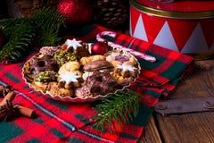Nya och smakliga julkakor arkivbild