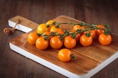 Nya orange körsbärsröda tomater Royaltyfri Foto
