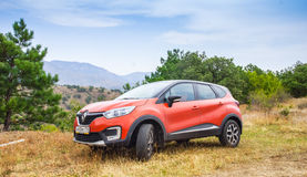Nya orange Renault Kaptur royaltyfria foton