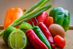 Nya organiska självodlade grönsaker Arkivbild