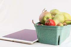 Nya päron i PC för en lådaask och minnestavla Royaltyfria Foton