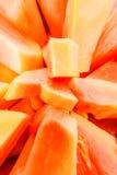 Nya papayaskivor med zoomeffekt royaltyfria foton
