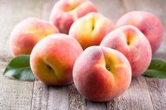 Nya persikor Fotografering för Bildbyråer