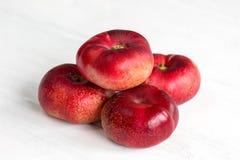 Nya plana persikafrukter Arkivbild
