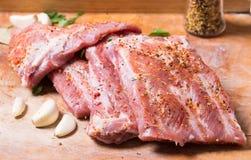 Nya potkstöd som marineras för BBQ Royaltyfria Foton