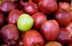 nya äpplen Arkivfoton