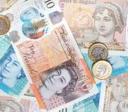 Nya pundanmärkningar och mynt Royaltyfri Fotografi